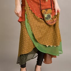Judee Moonbeam Studio - 5 piece wrap around skirt made of discarded and remnant pieces - Portland, OR, Vereinigte Staaten