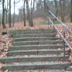 sven-simon-park: treppen zum aufstieg
