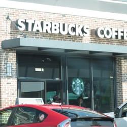Starbucks - Alexandria, VA, États-Unis. front of coffee shop from the parking lot