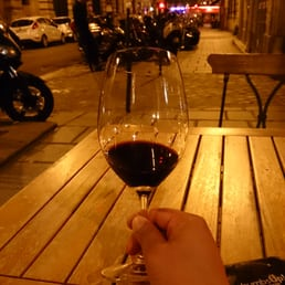 Cool weather, bordeaux in the glass. A nice evening it is.