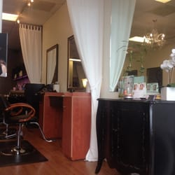 Xander Salon - One corner of the salon, just a snippet of the very comfortable and relaxing environment. - Charlotte, NC, Vereinigte Staaten