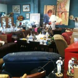 La Lovely Vintage Finds a Home at Vintage Cottage in Littleton