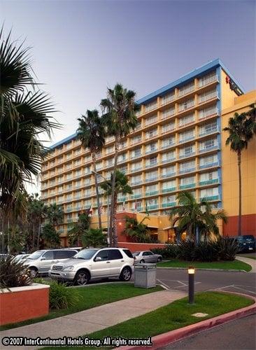 Hotels Near Ud