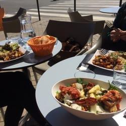 Via Luna - Bordeaux, France. Déjeuner en terrasse.