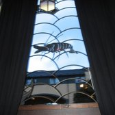 Two Fat Ladies at The Buttery - Gorgeous cut glass lobster window in front sitting room - Glasgow, Vereinigtes Königreich