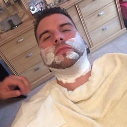 Amazing French hot towel shave, #LikeABoss! @HarleyPiercy