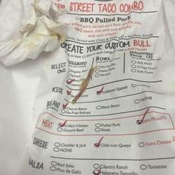 Bullritos - Houston, TX, États-Unis. One of the multiple chicken bones I found in my burrito.