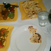Passage To India - Only me so I ordered a couple of appetizers & the garlic naan. So good! - Orlando, FL, Vereinigte Staaten