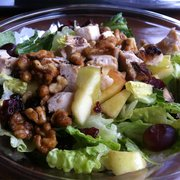 Potbelly Sandwich Shop - Uptown salad without bleu cheese n onions. Very fruity. Love the walnuts :) - Fairfax, VA, Vereinigte Staaten