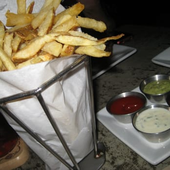 The Back Abbey - Claremont, CA, États-Unis. large order of Pommes Frites,  served with horseradish chive sauce (bottom), roumelade (top) and ketchup