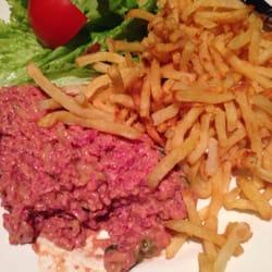 L'Alouette - Paris, France. Steak tartare - excellent