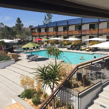 Lakehouse Hotel And Resort Pool With Bar San Marcos