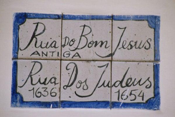 Sinagoga Kahal Zur Israel - Recife - PE, Brasil. Quelle: http://www.casadacultura.org/br/pe/recife/Recife_igrejas_fortes_pessoas/Placa_Rua_Bom_Jesus_Antiga_Rua_dos_judeus_grd.jp