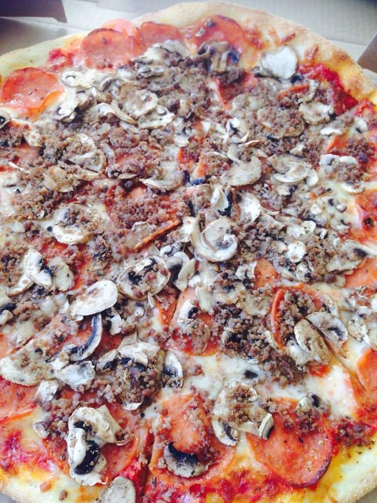 classico louie s pizzeria pizza yonge and eglinton toronto on canada anmeldelser. Black Bedroom Furniture Sets. Home Design Ideas