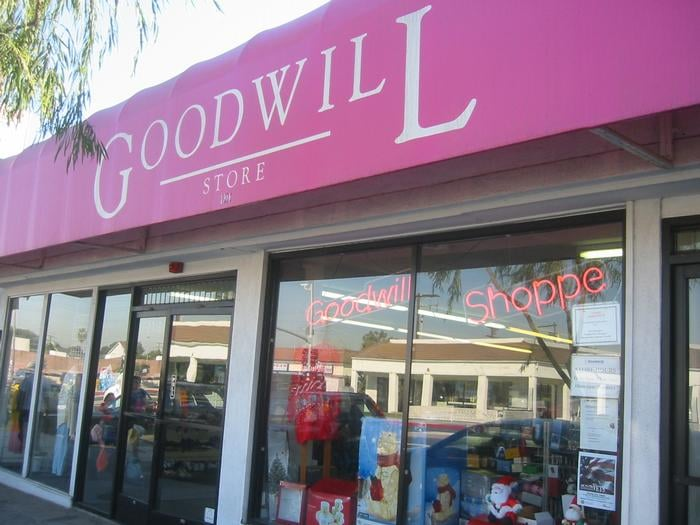 goodwill store donation center 51 fotos tr dler redondo beach redondo beach ca. Black Bedroom Furniture Sets. Home Design Ideas