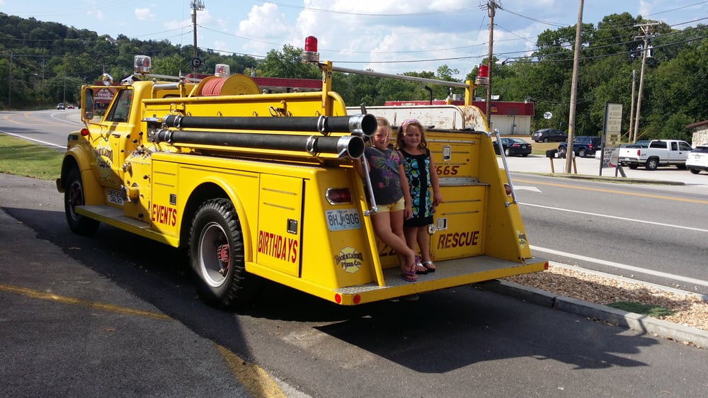 Hollister (MO) United States  city photos gallery : Hook & Ladder Pizza Hollister, MO, United States. The fire truck out ...