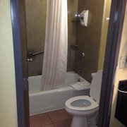 Americas Best Value Inn - Who doesn't love a clean bathroom? - Fort Myers, FL, Vereinigte Staaten