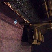 Kinépolis le Chateau du Cinéma - Lomme, Nord, France. Places prévues en salle 22 pour les fauteuils roulants... Vraiment justes en terme d'espace. À revoir!!
