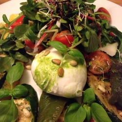 Leckerer Salat mit Mozzarella...