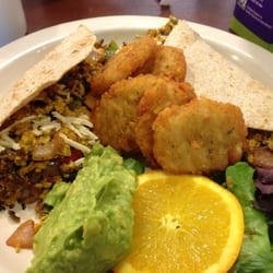 Green Vegetarian Cuisine at Pearl Brewery - I'm sure I've added one before. But these are so good! Chris's crazy tacos with hashbrowns. Vegan. Hashbrowns rock! - San Antonio, TX, Vereinigte Staaten