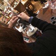 Platypus - Chester Township, NJ, États-Unis. Finishing touches make the gift shine!