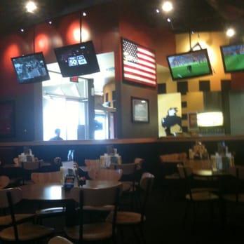 Lively sports-bar chain dishing up wings & other American pub grub amid lots of large-screen TVs.