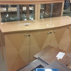 Goodwill Industries - Really great condition, Dining Room China Cabinet for $149..  the Dining Table and 6 Dining Chairs were also for sale for $149.. - Joliet, IL, Vereinigte Staaten