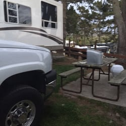 Pelican Point RV Park - Half Moon Bay, CA, États-Unis. My table, neighbors truck and their trailer to left