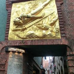 Fassadenrelief Der Lichtbringer, Bremen