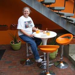 Orange Leaf Frozen Yogurt - A scruffy tourist eating fro-yo at Orange Leaf. - Newport, RI, Vereinigte Staaten