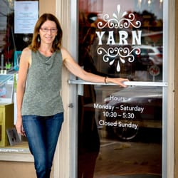 Yarn - Eureka, CA, États-Unis. Sunni, the owner of Yarn outside of the shop.