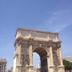 Arc de triomphe porte d aix les grandes carmes for Porte 4 marseille
