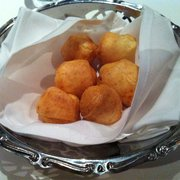 Chama Gaúcha Brazilian Steakhouse - Cheese balls - Houston, TX, Vereinigte Staaten