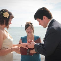 On The Water Weddings - Key West, FL, États-Unis. Dee Dee marries Bethany and Mark on 2-16-12 on Smathers Beach.