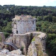 Vue des tours du chateau de Tonquedec