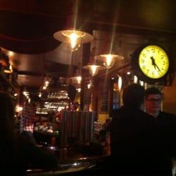 Café Divan - Paris, France. Ambiance cosy au café divan