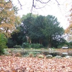 reemtsmapark: teich als entrée am zugang…