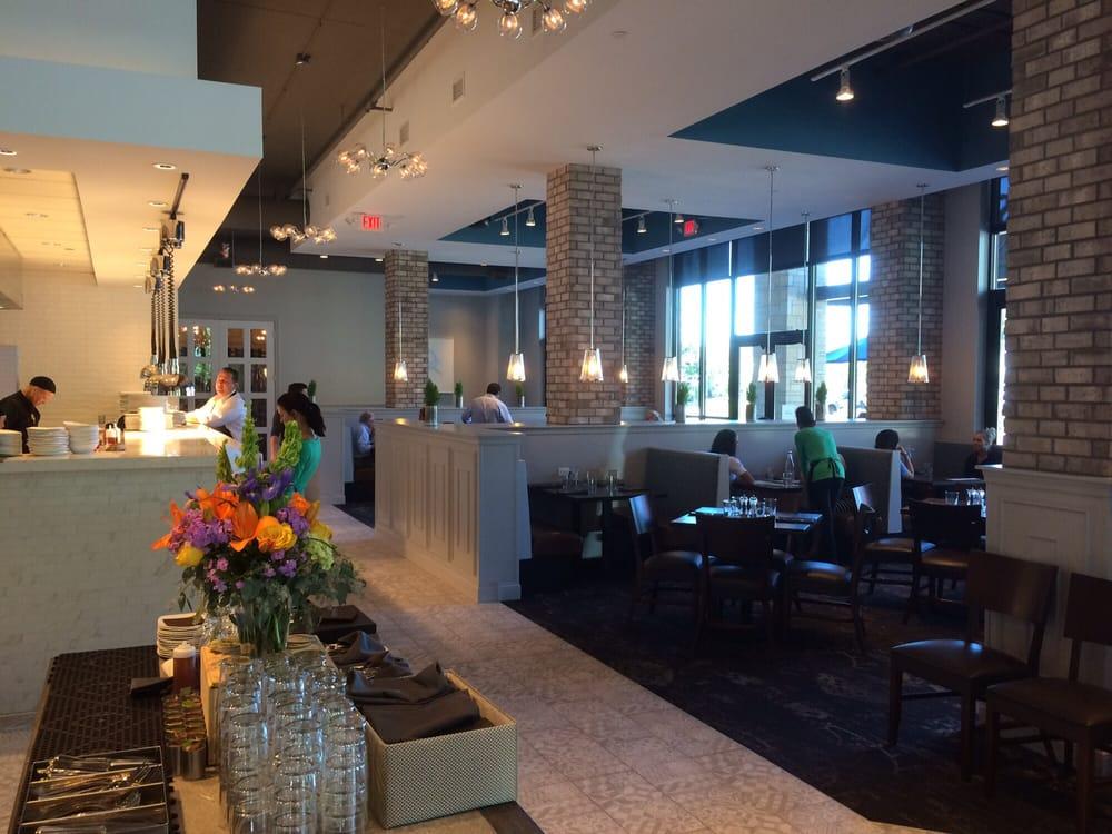 District Fresh Kitchen And Bar Wayzata Mn