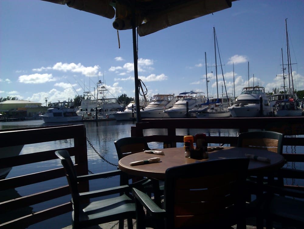 Pilot house marina restaurant seafood restaurants for Fish house key largo
