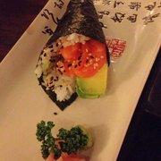 temaki (hand roll)salmon