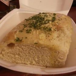 Broadway Ristorante & Pizzeria - Yuck hunk of garlic bread not cooked... - Altamonte Springs, FL, Vereinigte Staaten