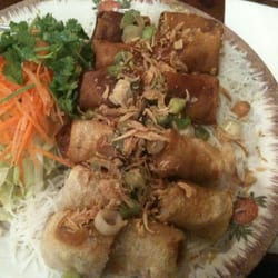 Chelsea Cottage's Viet Grill - viet spring roll and vegetable roll bun - New York, NY, Vereinigte Staaten