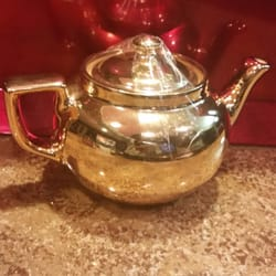 Goodwill Industries - Cute little Teapot for $1.99 !!! - Joliet, IL, Vereinigte Staaten