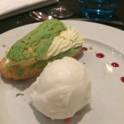 Victor Café - Marseille, France. L'éclair chocolat blanc et citron vert.. J'aurais du mal à l'oublier !