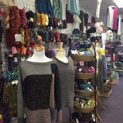 Just Imaginknit - Lake Worth, FL, États-Unis. Yarn and samples