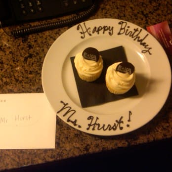 Hotel 1000 - Cupcakes that the desk guy, noting it was my birthday, sent up just to be nice. - Seattle, WA, Vereinigte Staaten