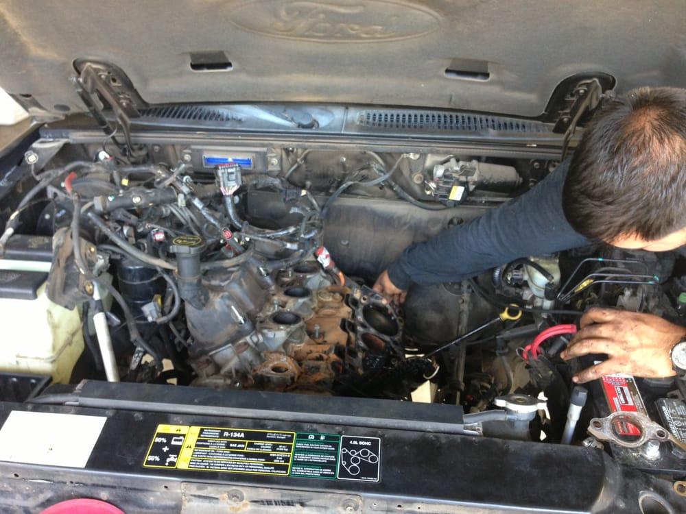 2004 Ford Explorer Sport Trac 4 0 V6 2wd Exposing Cylinder