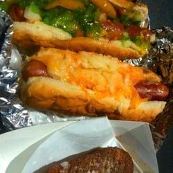 The Infield - Chicago Dog. 4-Cheese Dog. Deep Fried Twinkie. - Sherman Oaks, CA, Vereinigte Staaten