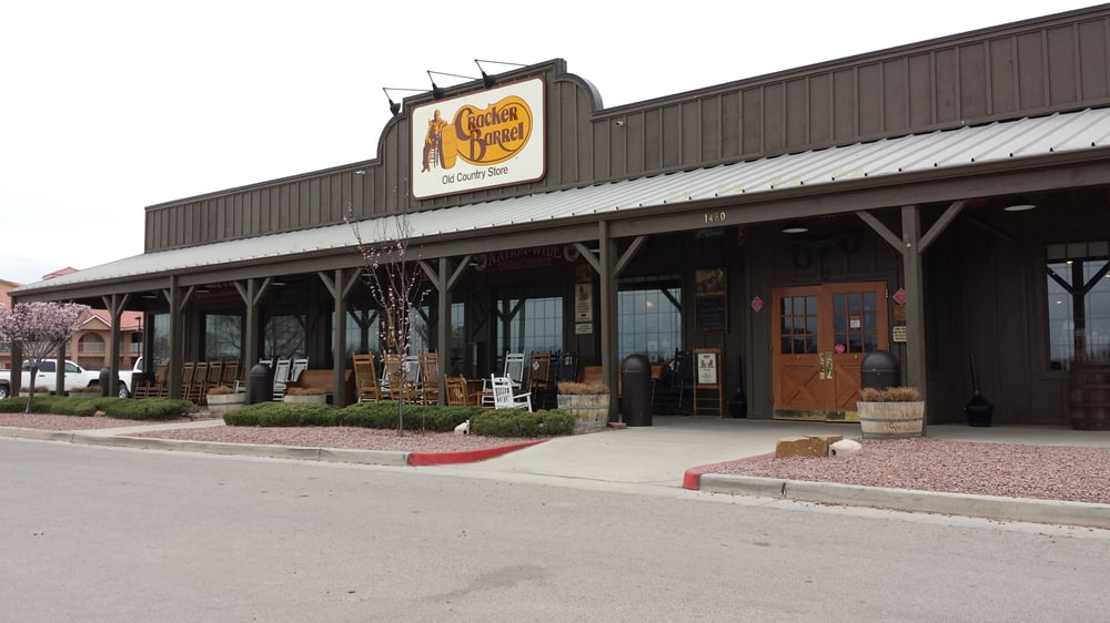 Cracker barrel old country store 61 foton amerikansk for How did cracker barrel get its name