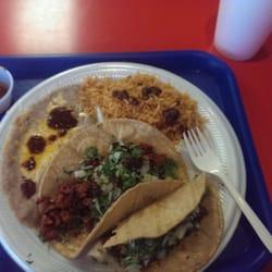 Al Goberto Taco Shop logo